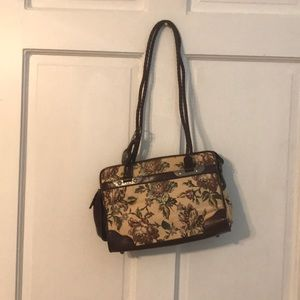 The Purse with ALL the pockets